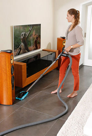 Glatte Bodenflächen werden auf leise Art und Weise perfekt sauber.